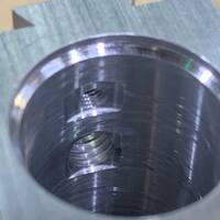 Pequeños detalles que hacen una gran carabina. Deshagodo mecanizado con herramienta interior tipo Horn para desahogar el paso de la junta torica. 👌  #pcp #carabina #airgun #pellet #machining #aluminium #mecanizado #rifle #airguns